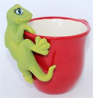 5205 Gecko Pottery Hugger on mug (3)